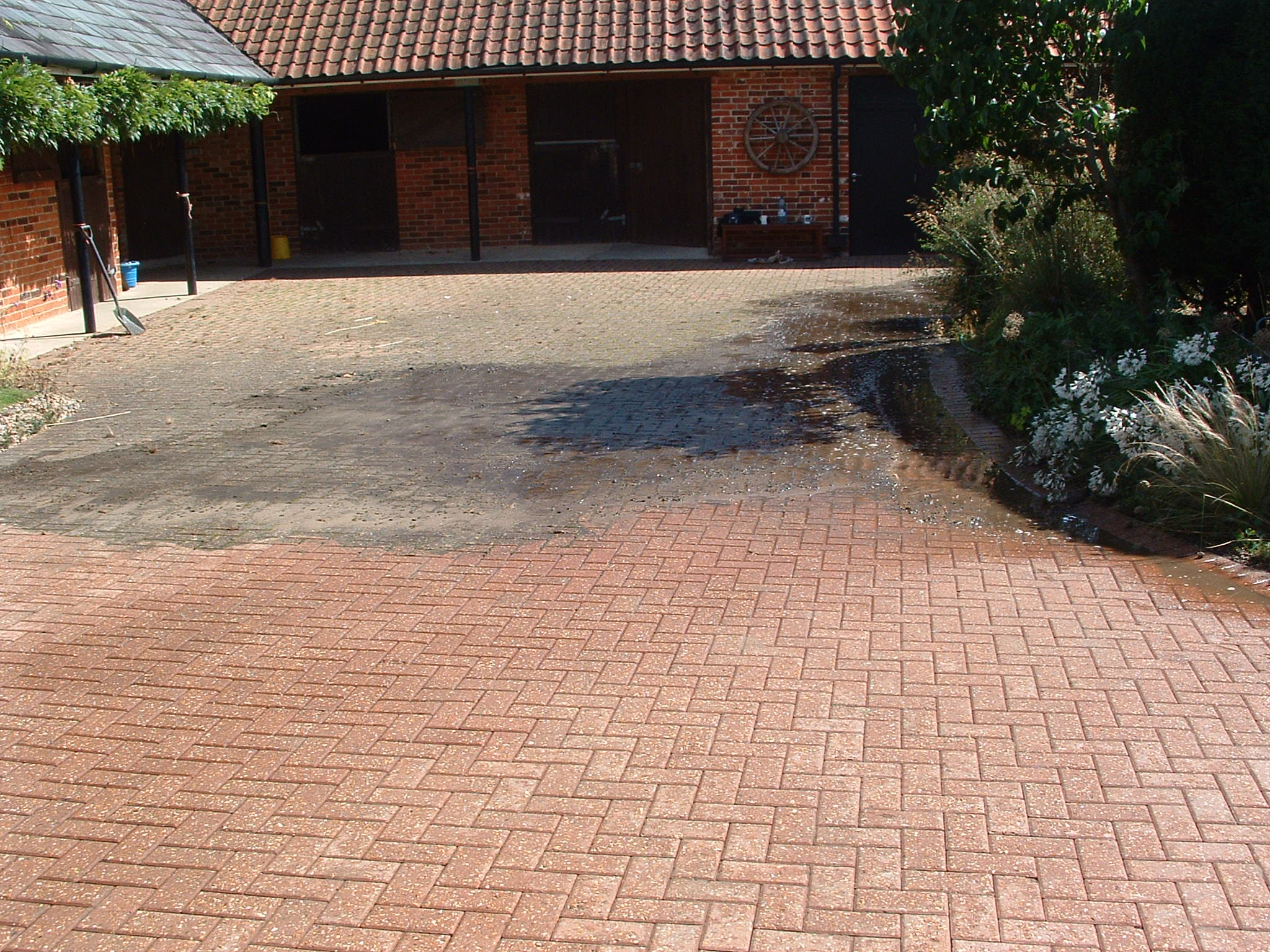 Driveway cleaning power washing cheshire window cleaning for Driveway cleaning companies